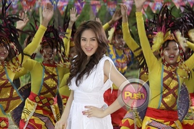 Behind The Scenes of the ABS-CBN 2012 Summer Station ID (Part 6)_00038-305